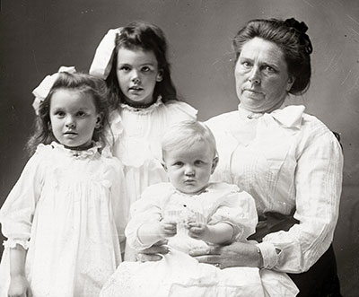 Belle Gunness of LaPorte, Ind., is seen with her three children, whom she may have murdered.