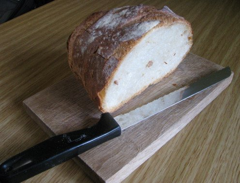 In France you cut the bread with 'un couteau'.
