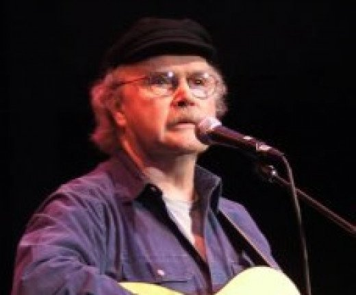 """Tom paxton concert"" by Kirobaito at English Wikipedia - Transferred from en.wikipedia to Commons.. Licensed under Public Domain via Commons -"