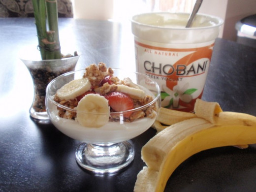 Bananas with Greek yogurt Chobani
