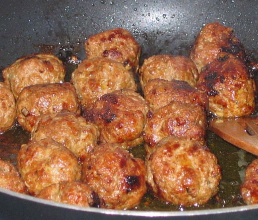 Meatballs can be fried, baked, grilled or cooked in a sauce.