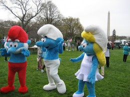 Smurfs appear in front of the Washington monument!
