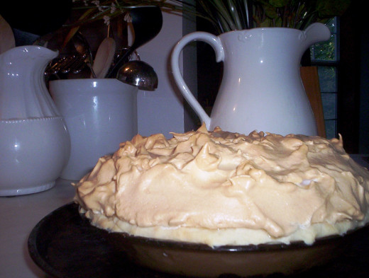 Yummy lemon meringue pie