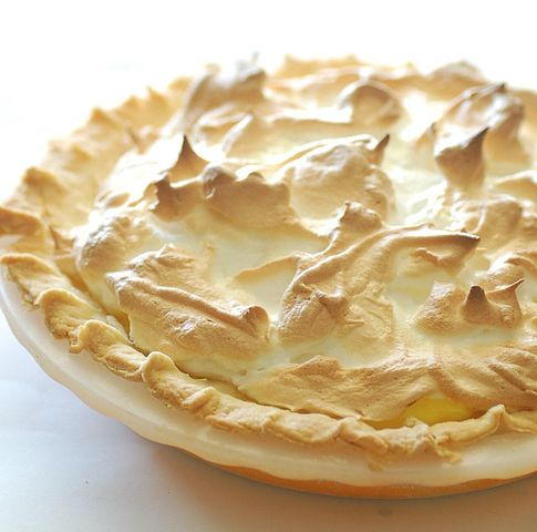 https://commons.wikimedia.org/wiki/File:Mum%27s_lemon_meringue_pie_crop.