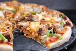 And there is more: http://ericasrecipes.com/2014/07/13-pizzas-recipe-round-up/