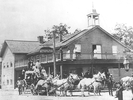 The stagecoach about to leave the hotel