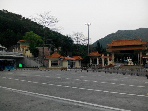 Entrance to beautiful Wutong Mountain