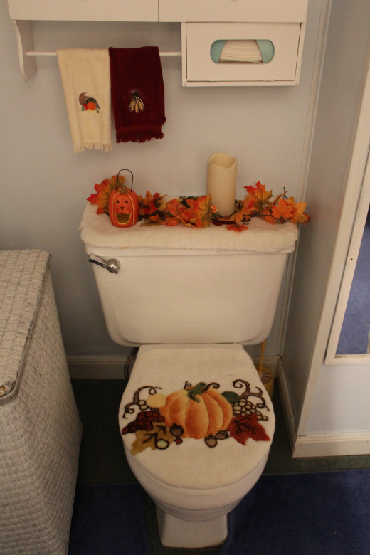 Now that's a festive commode!