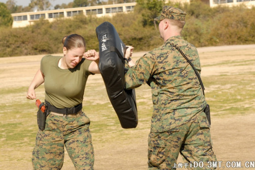 A female U.S. soldier engaging in military training.