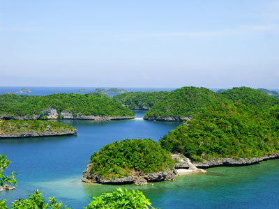 Section of the beautiful Hundred Islands, in Northern Philippines. Source: http://asensolingayen.com