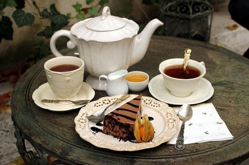 Tea for Two with a Slice of Cake - yummy! (attribution: By Nicubunu (Own work) [CC BY-SA 3.0 (http://creativecommons.org/licenses/by-sa/3.0)], via Wikimedia Commons)