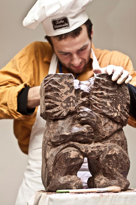Chef sculpts two lions kissing during Lviiv Chocolate Fesitval