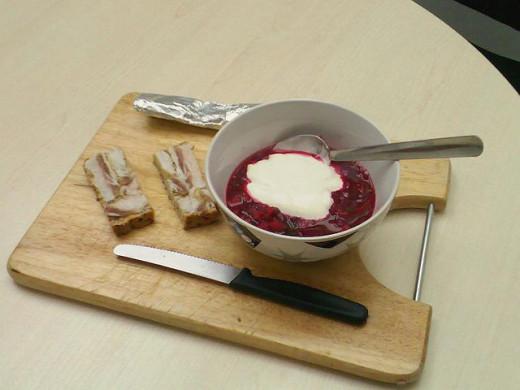 Salo with borscht