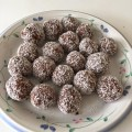 Chocolate And Coconut balls - Low-Carb, Low-Protein, High-Fat, Gluten-Free, Dairy-Free, Egg-Free And Nut-Free.
