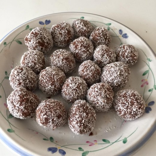 Coconut And Chocolate Amazeballs