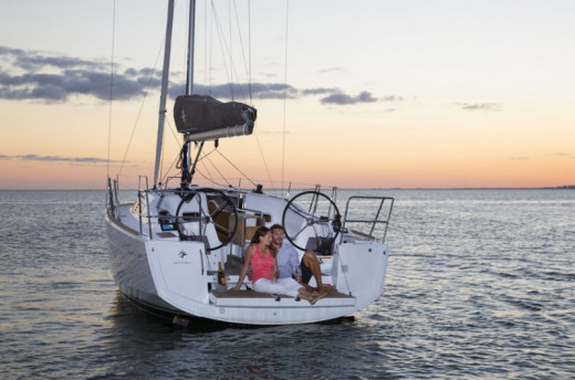 This Jeanneau Sun Odyssey 349 serves as a compact vessel to enjoy the ocean.