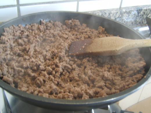 minced meat browning in a pan