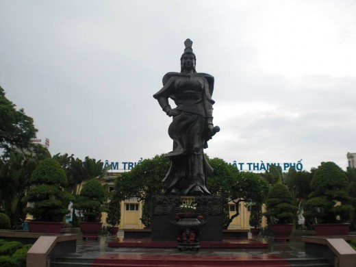 The statue of a historical heroine