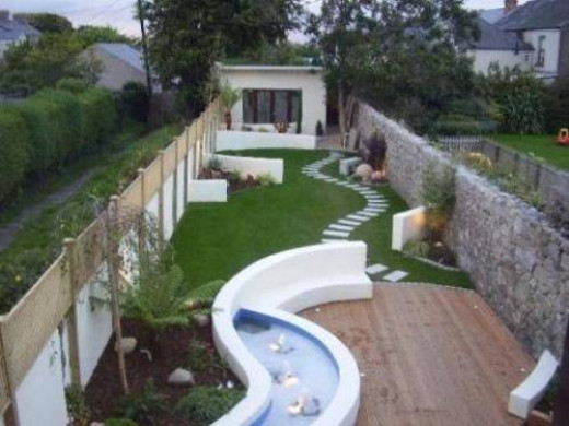 An excellent example of obscuring part of the garden with walls. The entire water area can only be discovered when actually walking in the garden.