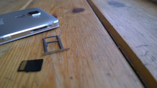 Dual sim/micro sd card tray (bit fiddly to put in but works fine)