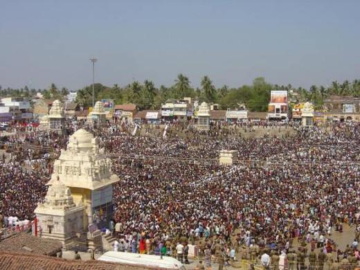 "Gathering of Hindus once in 12 years for Holy Bath named ""MahaMagam"" at Kumbakonam."