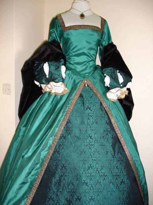 Green Tudor dress.