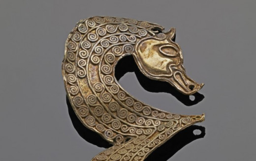 Stylised gold sea horse as part of the hoard