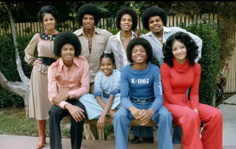 The Jackson Siblings Rebbie, Jackie Tito, La Toya, Marlon, Jermaine, Michael and Janet. Brandon Passed away shortly after being born
