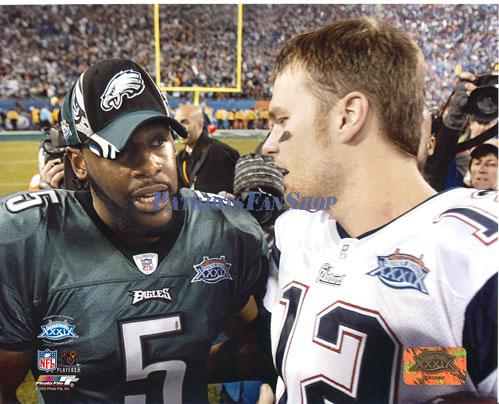 Ex-Eagles QB Donovan McNabb (L) and New England Patriots QB Tom Brady after Super Bowl XXXIX