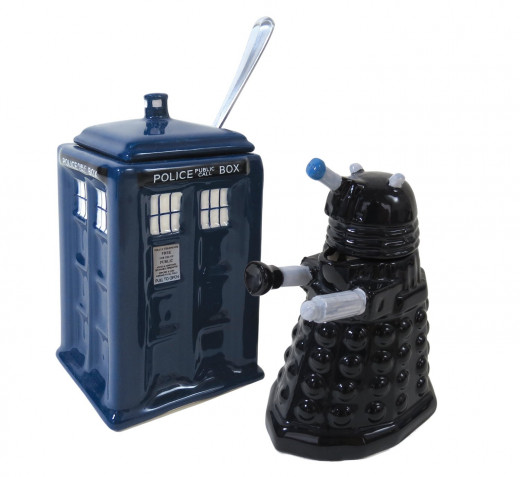 It's a TARDIS sugar bowl and a Dalek creamer - what a great way to start off any Doctor Who fan's day!