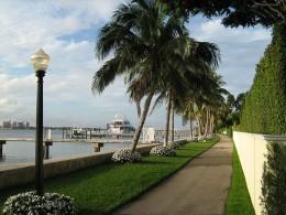 Christopher Ziemnowicz: http://en.wikipedia.org/wiki/File:Town_of_Palm_Beach_-_lake_bikeway.JPG