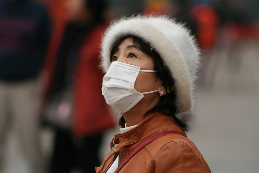 Surgical masks popular when smog descends on Beijing