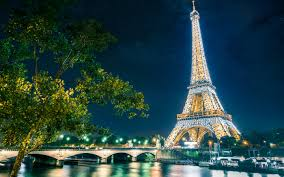 The city of love never stops being an inspiring and wondrous site of attraction not only to lovers but families from all around the globe. The city of lights could be your perfect destination this Christmas break.
