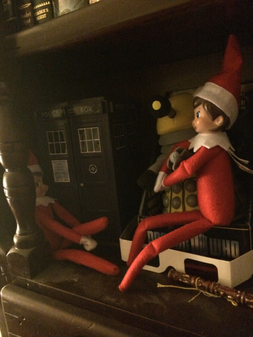 Jingle and Trixie are bonding with the Tardis and a Dalek,