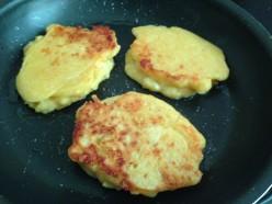 How to Make Cheese Cornmeal Cakes