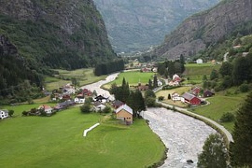 Flowing river:Norway village