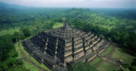 Borobudur is probably the most accurate oriented temple in the world under an angle 359.99 to the current North pole, which is an amazing achievement.