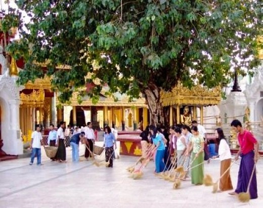 Community Cleaning the Temple
