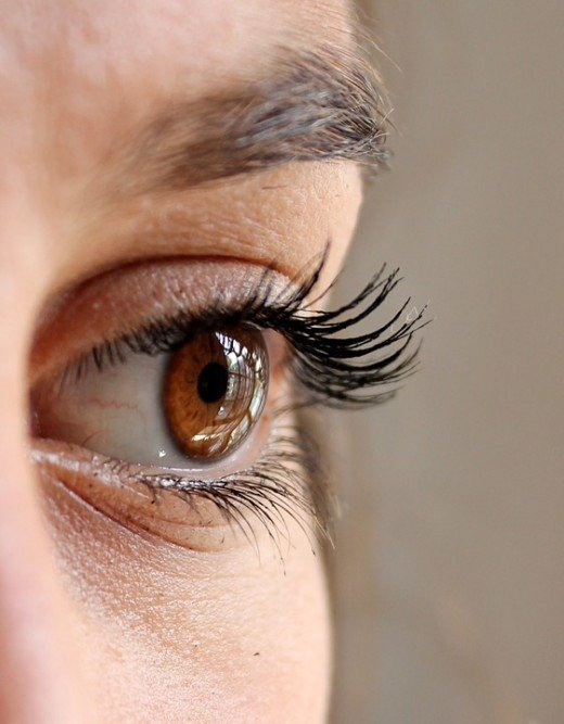 See the mascara falling and starting to clump in the wrinkles.