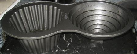 This is the Wilton giant muffin tin.