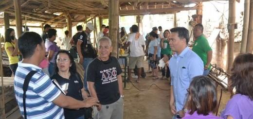 Robert Palomares (center) with Talisayan town Mayor Rommel Maslog (right)