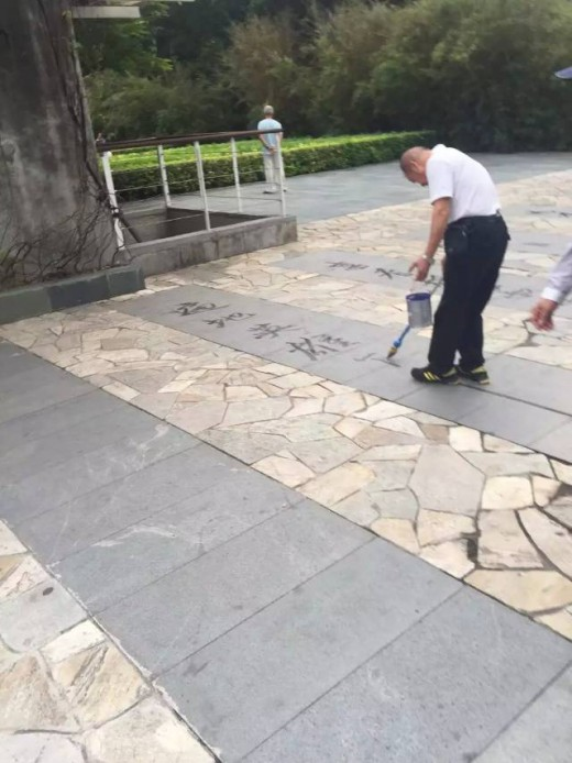 Painting Chinese characters with a long-handled water brush is a skilful art