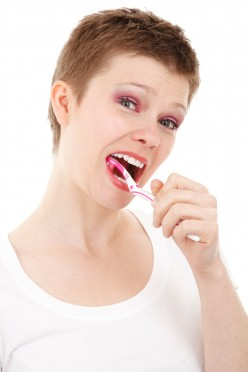 How To Handle Severe Teeth Problems When You Can't Get To The Dentist