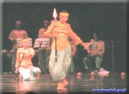 Kabaresi Dance www.buru.kab.gov