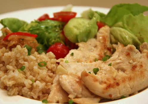 Brown rice, Chicken Fillet grilled and Salad - around 400-500 calories max but fulfilling to the stomach.