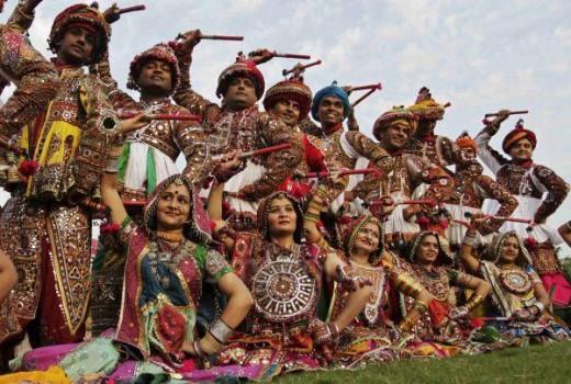 Dandiya Raas performance in traditional attires