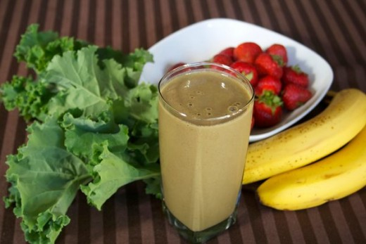Strawberry, banana and kale breakfast smoothie