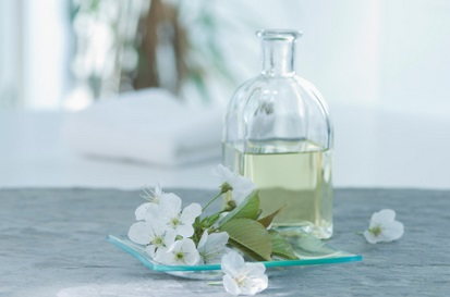 Aromatherapy is a safe option for relieving periods pain.