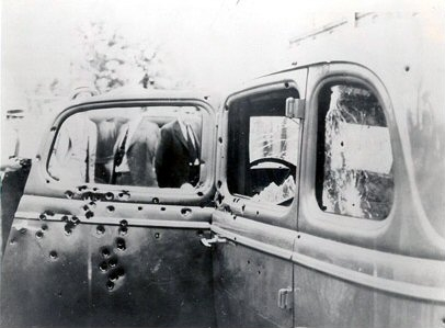 Bonnie and Clyde's car (commons.wikimedia.org)