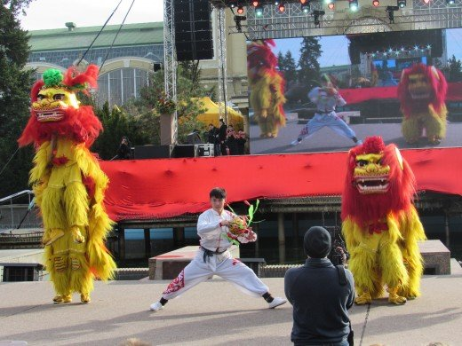 There were four lions dancing in front of people